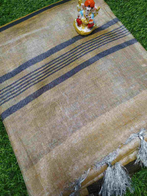 Cotton saree comes with over all body plain design with small square butta big border